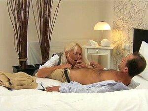 MÃE Loira MILF Peituda Tem Orgasmos Múltiplos Porn
