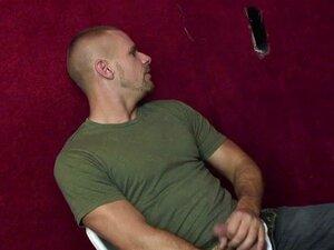 Garanhão Gay Chupa Pau Pelo Buraco Da Glória Enquanto Punheta Porn