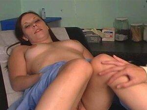 Lésbicas Ginecologista E Sua Paciente Adolescente Porn