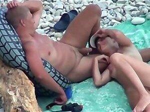 Beach Sex Couple Suck & Fuck Porn