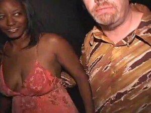 Black Slut Suga Fora Todo Porn Theater, Nasty Natalie Gosta De Chupar Paus Brancos! Vê-la Ficar Rodeado Por Tesão Brancos Velhos E Engolir Seus Pênis Até Ejaculam Na Sua Cara De Puta! Porn