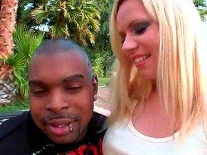 Teen Ninfeta Seduzindo Negro E Chupando Seu Pau Gigante Porn