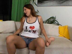 Querida Cums De Um Sextoy Bege Grande Em HD, Gata Se Masturba E Cums De Um Grande Sexo Brutal Brinquedo Em Hidef Porn