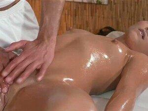 Salas De Massagens Adolescentes Quentes E Apertados Com Seios Pert Recebe Tratamento Hardcore Porn