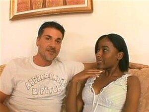 Gata De ébano Lascivos Não Pode Viver Fora Da Grande Vareta Branca, Garota Morena Com Um Corpo Bonito Faz Anal Até O Namorado Branco Descarrega Seu Esperma Na Cara Dela. Porn