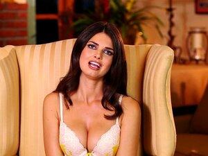Garota Gostosa Da Playboy De Fumar Está A Derramar Um Pouco De Amor Porn