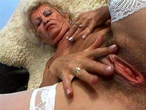Effie A Vadia Vagabunda Velha Dedos E Monta Um Galo No POV Porn
