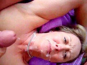 A Facalização De Uma Mulher Boazona, O Marido Fica Com A Pila A Latejar Batendo Uma Punheta Na Cara Da Mulher Loira E A Vê-la A Vê-lo! Ele Sopra A Sua Enorme Carga Por Todo O Lado E Dá-lhe Uma Cobertura Facial Completa. Porn