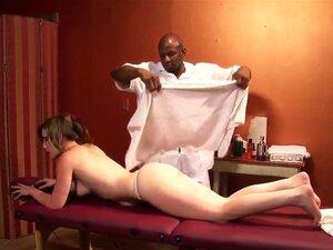 A Atraente Jennifer White Decidiu Relaxar Com Uma Massagem Oleosa De Corpo Inteiro. Na Verdade, Ela Tinha Um Palpite De Que Se Tornaria Algo Mais Lascivo. Porn