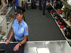 Bunda Grande Polícia Mulher Recebe Nua Em O Loja E Fodido Duro Porn