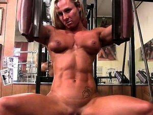 Fisiculturista Nua Tatuada Musculada No Ginásio Porn