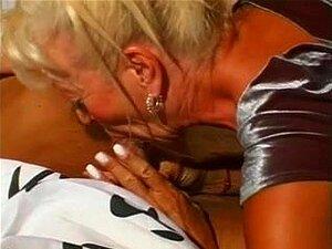 Lésbico Sexo Maduro Com Dois MILFs Quentes Magros, Duas Lésbicas Magras Maduras Com Giros Corpos Apertados E Tetas Fodem Uns Aos Outros Neste Incrível Filme Pornô. Porn