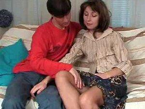 Mãe Feia Com Amp De Tetas Pequenas; Cona Peluda Na Meia-calça Porn