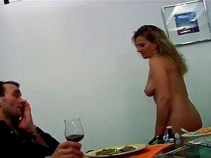 Mãe Francesa Com Tesão Fode Com Um Homem Jovem, Europeu Francês Tesão Mãe Seduz Um Jovem Quente Para Fodê-la Depois De Fazer A Comida Para Ele. Ele Mostra A Ela Um Bom Tempo. Porn