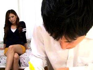 Lasciva Esposa Japonesa Fode Um Pau Duro E Obtém Faciais Porn