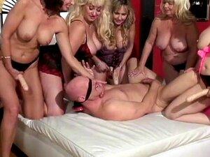 Menina Loira Fura O Pé Na Bunda De Caras Mais Velha Porn