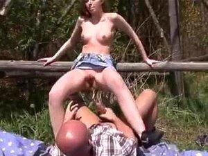 Tomada De Galo Gargarejo Com Abby Pública De Calcinha Porn