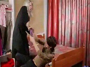 Filho E Mãe Brinca Com Vibrador E Depois Fode P1 Porn