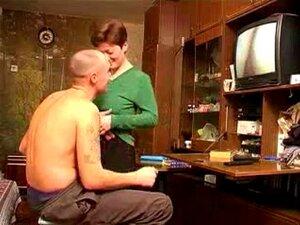 A Mãe Apanha O BF A Ver Porno Russo. A Mãe Apanha O BF A Ver Porno Russo. Porn