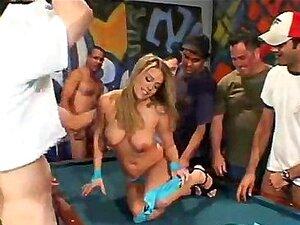 Garota De Sinuca De Garganta Completamente Gangbang Porn