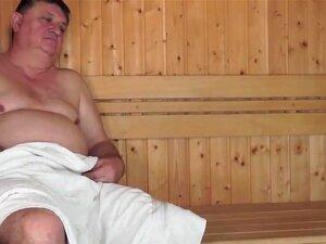 O Velho Fode A Miúda Júnior Na Sauna, O Velho Fode A Tua Miúda Dura Na Sauna Porn