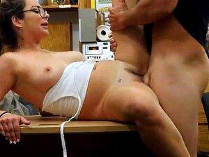 Beleza Francesa Charlie Harper Bateu Na Mesa Em Casa De Penhores Porn