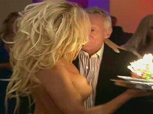 Nu De Pamela Anderson - Aniversário De Hefner Sem Censura Porn