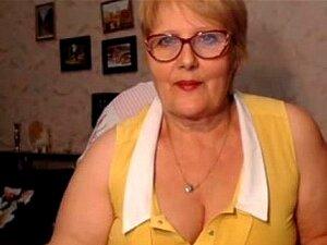 A Avó Gorda Com óculos Mostra O Cu Na Webcam. Porn