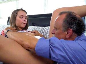 Tiny Teen Liza Rowe Suga Seu Pai Amigo Cock Porn