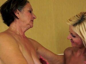 Lasciva Vovó Kata Joga Sujos Jogos Lésbicos Com Loira Milf Verão Porn