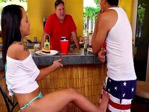 O Rabo Da Holly Hendrix Fodeu Com A Amiga Do Pai. Porn