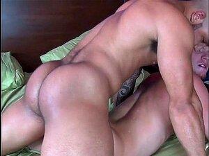 Dando Uma Leitada No Cu Do Viadinho Porn