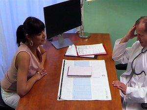 Horny Doutor Paciente Muito Madura, Morena Bronzeada Milf Entrou No Hospital E Tem Seu Bichano Lambido Pelo Médico Com Tesão, Ele Ficou Bom Boquete Depois Fodeu Sua Buceta Madura Até Cumshot Porn