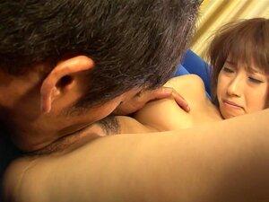 Adolescente Asiática. A Adolescente Yui Misaki é Uma Adolescente Asiática Adorável E Sedenta De Sexo Que Adora Ter A Rata Lambida, Acariciada E Fodida Com Os Dedos. Ela Goza Com O Seu Amante Desagradável Por Um Mergulho Agradável E Penetração Dura Na Rata Porn