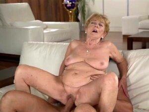A Velha Avózinha Está Facializada. Porn
