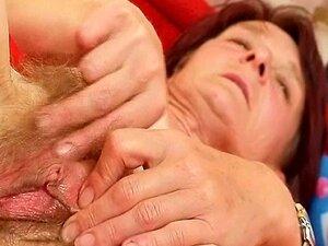Vovó Feia Matylda Se Espalha E Brinquedos Buceta Peluda Porn