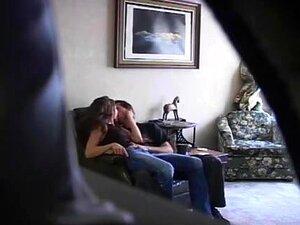 A Namorada Foi Apanhada A Chupar Um Tipo. O Vídeo Do Voyeur Da Minha Namorada A Ficar Excitada, A Despir-se E A Chupar Outro Tipo. Coloquei Uma Câmara Escondida Porque Sabia Que Ela Estava A Trair-me E Queria Apanhá-la Em Flagrante. Que Cabra. Porn