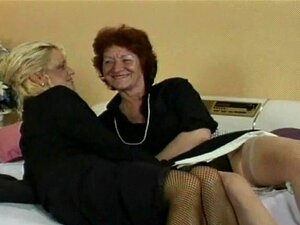 Lésbicas Velhas No Negócio Ternos Meias E Saltos Obtê-lo Em Porn