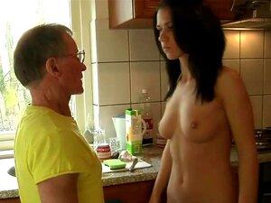 Duro E Grande Velho Galo Drils Profunda Uma Menina Jovem Morena Alta Porn