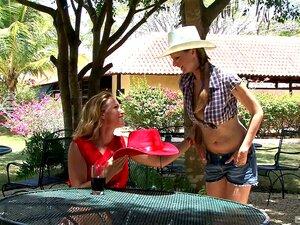 Natalie Colt E Britney Não Se Importam De Partilhar Uma Pila Numa Praia-Natalie Colt, Britney Porn