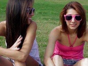 Duas Melhores Amigas Adolescentes Anseiam Pauzão No Parque Porn