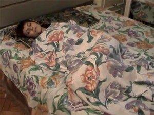 Minha Gostosa Ter Um Bom Descanso Na Cama, Eu Tenho Uma Menina Muito Bonita E Eu Gosto De Como Ela Fica Quando Está Nua. No Outro Dia Ela Estava Tendo Um Descanso E Fiz Este Incrível Vídeo Caseiro De Seu Corpo Nu. Porn