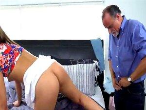 Filha Ordinária Com O Rabo Perfeito Seduziu O Tipo Mais Velho E Fode-o Vaca Porn