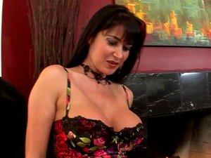 MILF Peituda Eva Karera Come Pau Para Tratamento Facial Porn