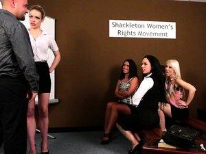 Mulheres Do CFNM A Humilhar Um Gajo A Masturbar-se Porn