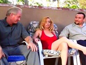 A Kiki Encina Salta Em Cima Da Pila à Frente Do Marido, O Marido Desta Mulher Sexy, O Alex, Excita - Se Em Ver A Mulher A Foder Com Outros Homens, A Ver A Reacção Dele Enquanto A Mulher é Apanhada Pela Infame Estrela Porno, Dick Nasty! Porn