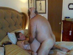 O Urso Come A Mulher Com Força. Porn