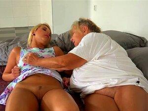 A Velha Avó Lésbica A Masturbar-se Com O Te Porn