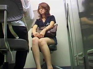 Flauzina Japonesa Tem Transada Por Um Guarda De Segurança Com Tesão, Cadela Japonesa Foi Apanhada A Roubar E A Segurança Trouxe-a Para O Chefe Deles. O Cara Decidiu Oferecer-lhe Uma Escolha. A Ter Relações Sexuais Com Ele Ou Ir Para A Cadeia. A Câmera Voy Porn