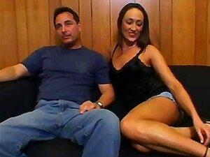 O Maridinho Traz Um Estranho Sortudo Para Foder A Sua Mulher Sexy Com A Sua Pila Enorme Antes De Entrar! Porn